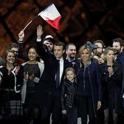 La photo de famille d'Emmanuel Macron sur l'esplanade du Louvre