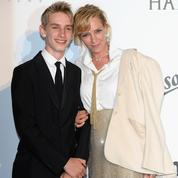 Uma Thurman vient avec son fils de 15 ans à l'amfAR