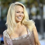 Pamela Anderson invite Emmanuel et Brigitte Macron à dîner