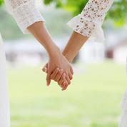 PMA à l'étranger : un couple de femmes raconte