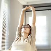 Six exercices à faire au bureau pour se remettre en forme avant les vacances