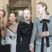 Chanel, Schiaparelli, Azzaro... les multiples visages de la femme haute couture à Paris