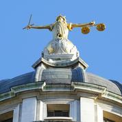 Une jurée craque sur un témoin et se fait récuser