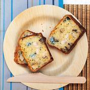 Cake au poulet, roquefort et noisettes