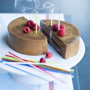 Le gâteau d'anniversaire au chocolat