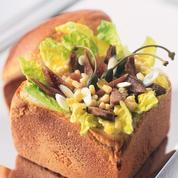 Salade de maïs et sa boîte de pain de mie
