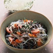 Salade de vermicelles de soja, lentilles, saucisses