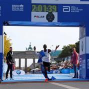 Marathon : Kipchoge pulvérise le record du monde