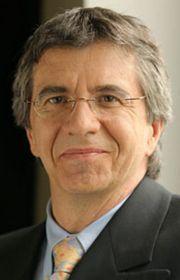 Richard Béliveau, directeur du laboratoire de Médecine Moléculaire à l'Université du Québec (Montréal)