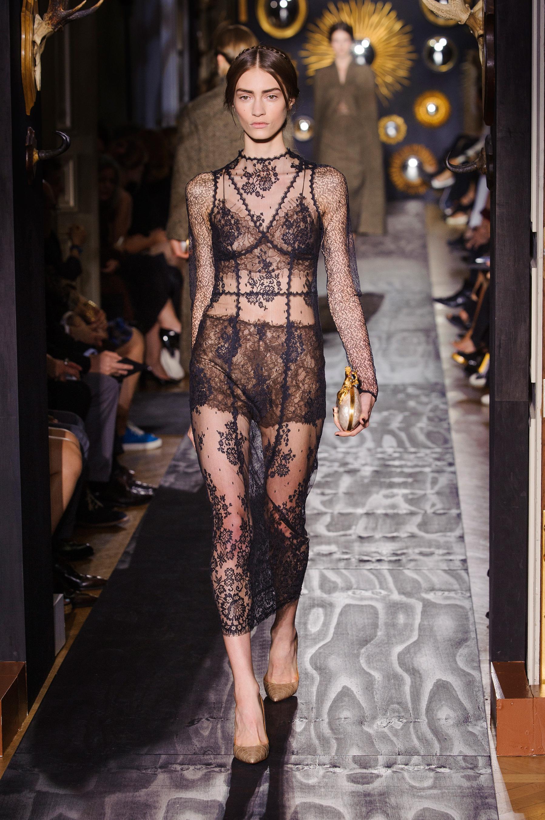 d fil valentino automne hiver 2013 2014 haute couture le figaro madame. Black Bedroom Furniture Sets. Home Design Ideas