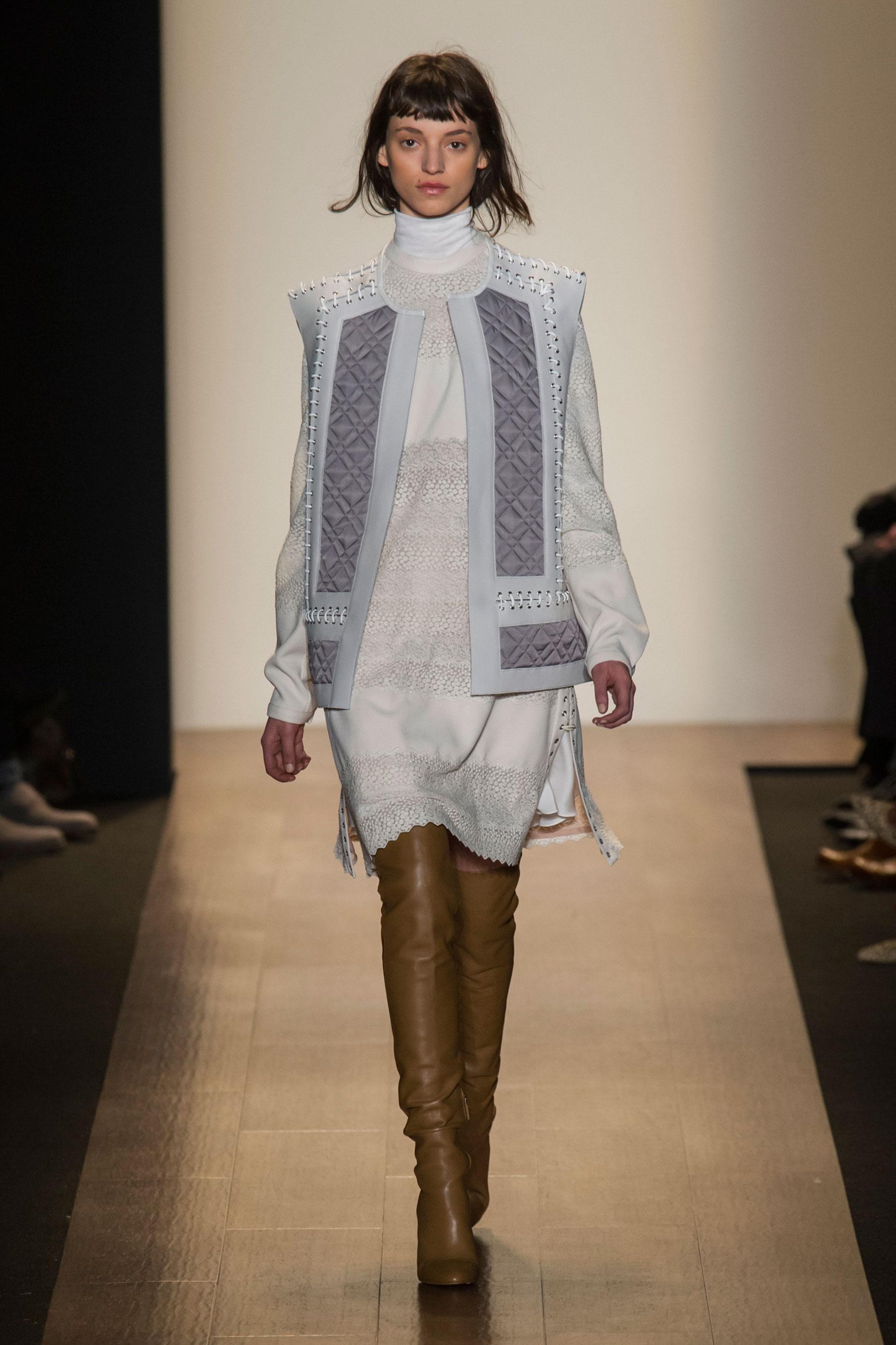 Défilé Bcbg Max Azria automne-hiver 2015-2016, New York - Look 5. Défilé  BCBG Max Azria Prêt-à-porter Automne-hiver 2015-2016 New York - photo 5  Imaxtree fff99a5a074