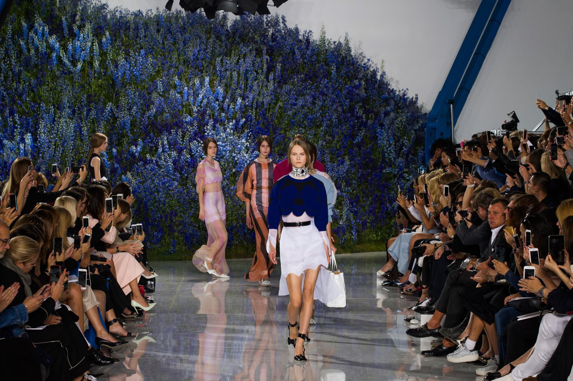 Printemps Madame Été 2016 Prêt Porter À Défilé Dior Figaro Christian 8vxFAE