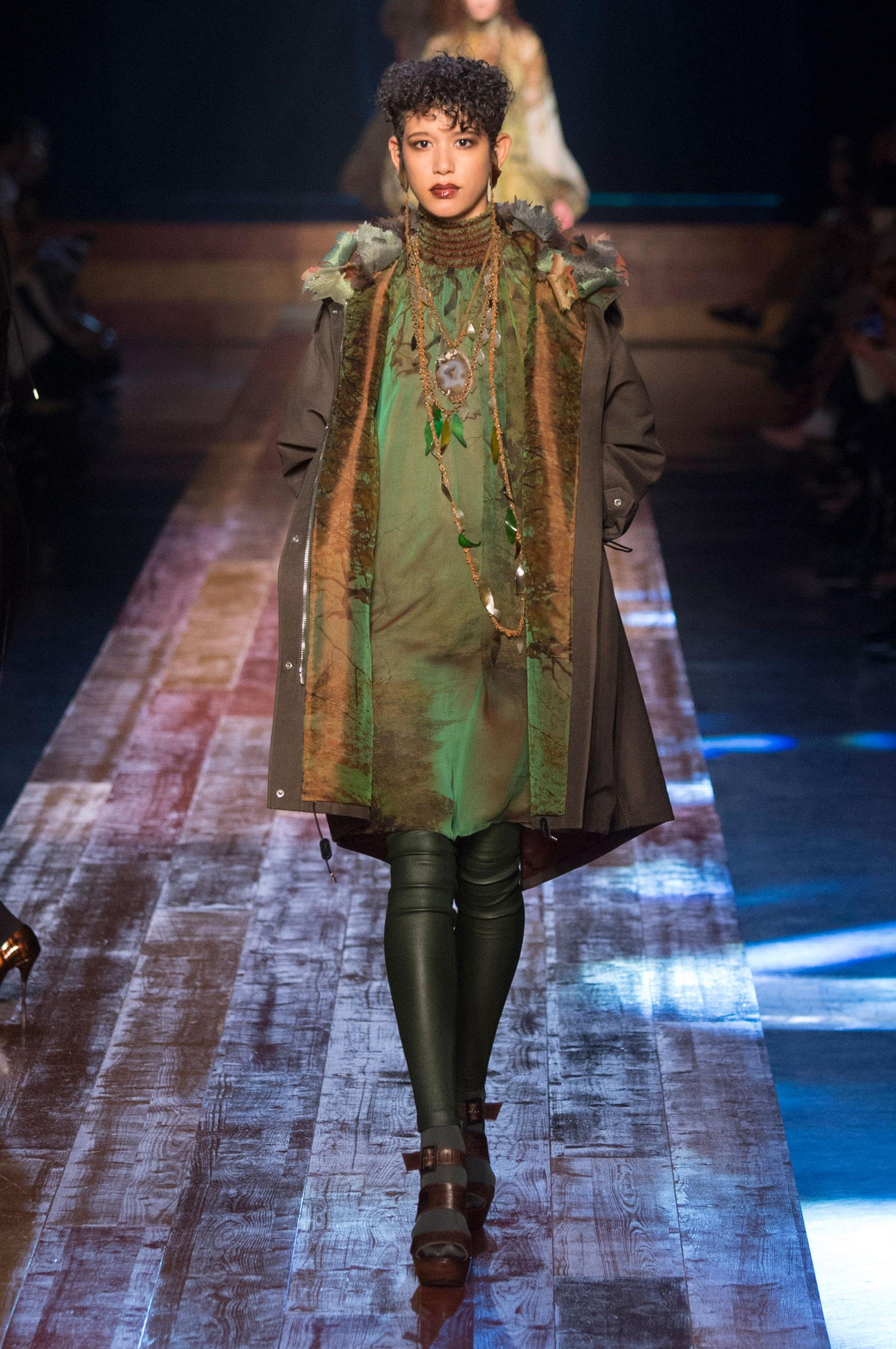 d fil jean paul gaultier automne hiver 2016 2017 haute couture le figaro madame. Black Bedroom Furniture Sets. Home Design Ideas
