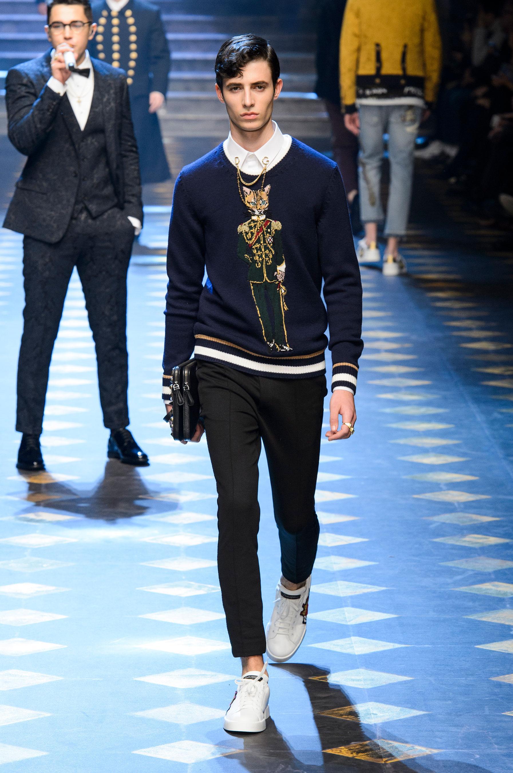 Défilé Dolce \u0026 Gabbana automne,hiver 2017,2018, Milan , Look 19.