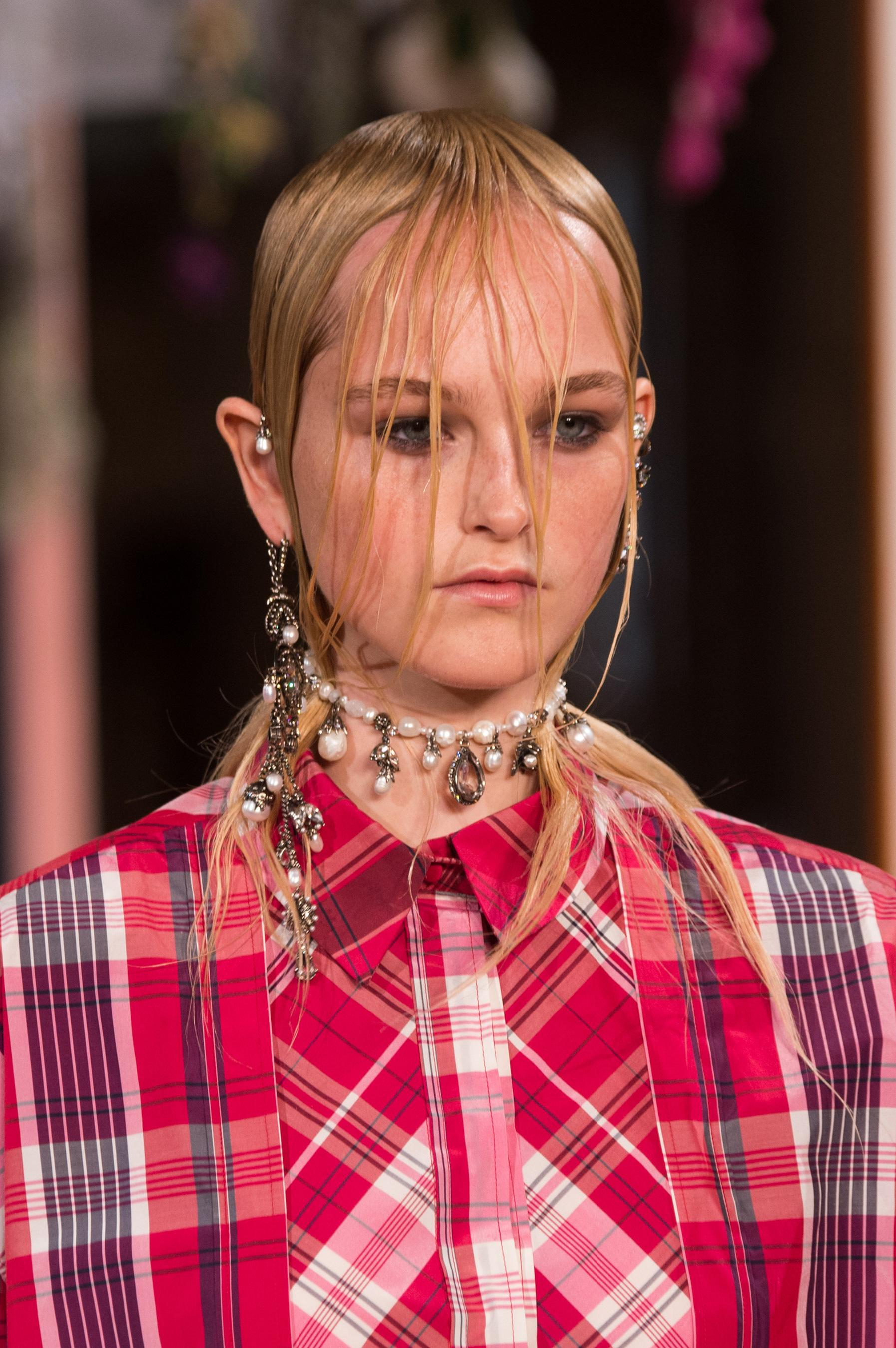 Alexander McQueen Fall 2018 Ready-to-Wear Collection - Vogue 35
