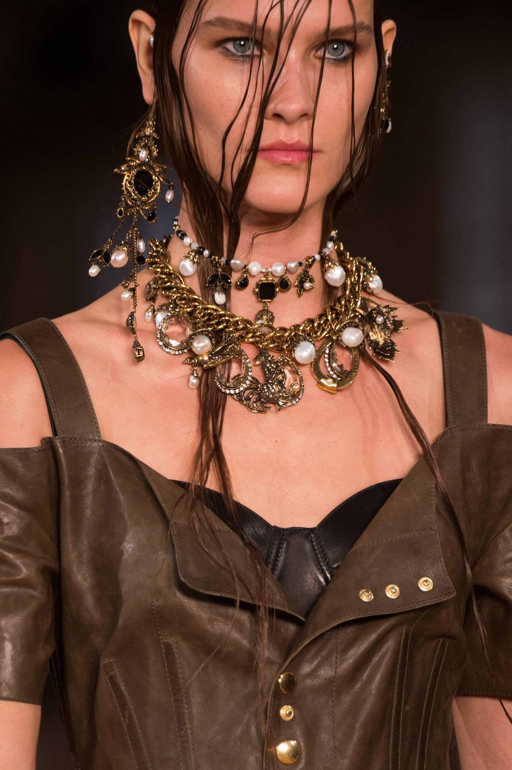 Alexander McQueen Fall 2018 Ready-to-Wear Collection - Vogue 25