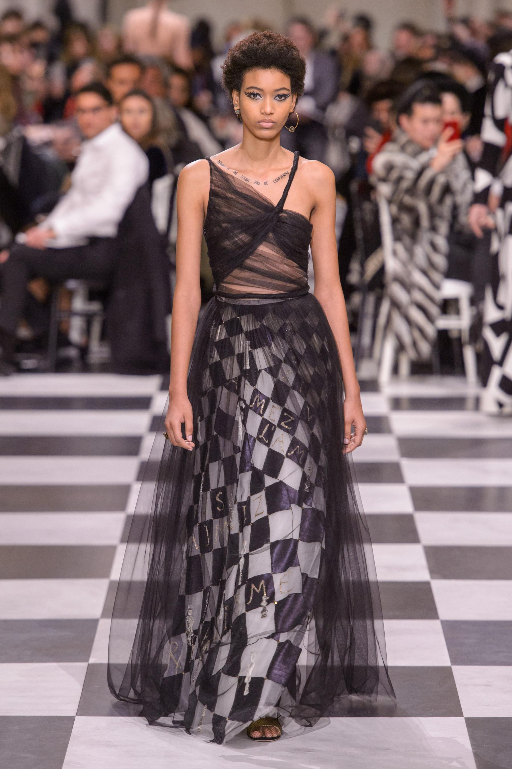 Défilé Christian Dior printemps-été 2018 Couture - Madame Figaro 167e43738bb