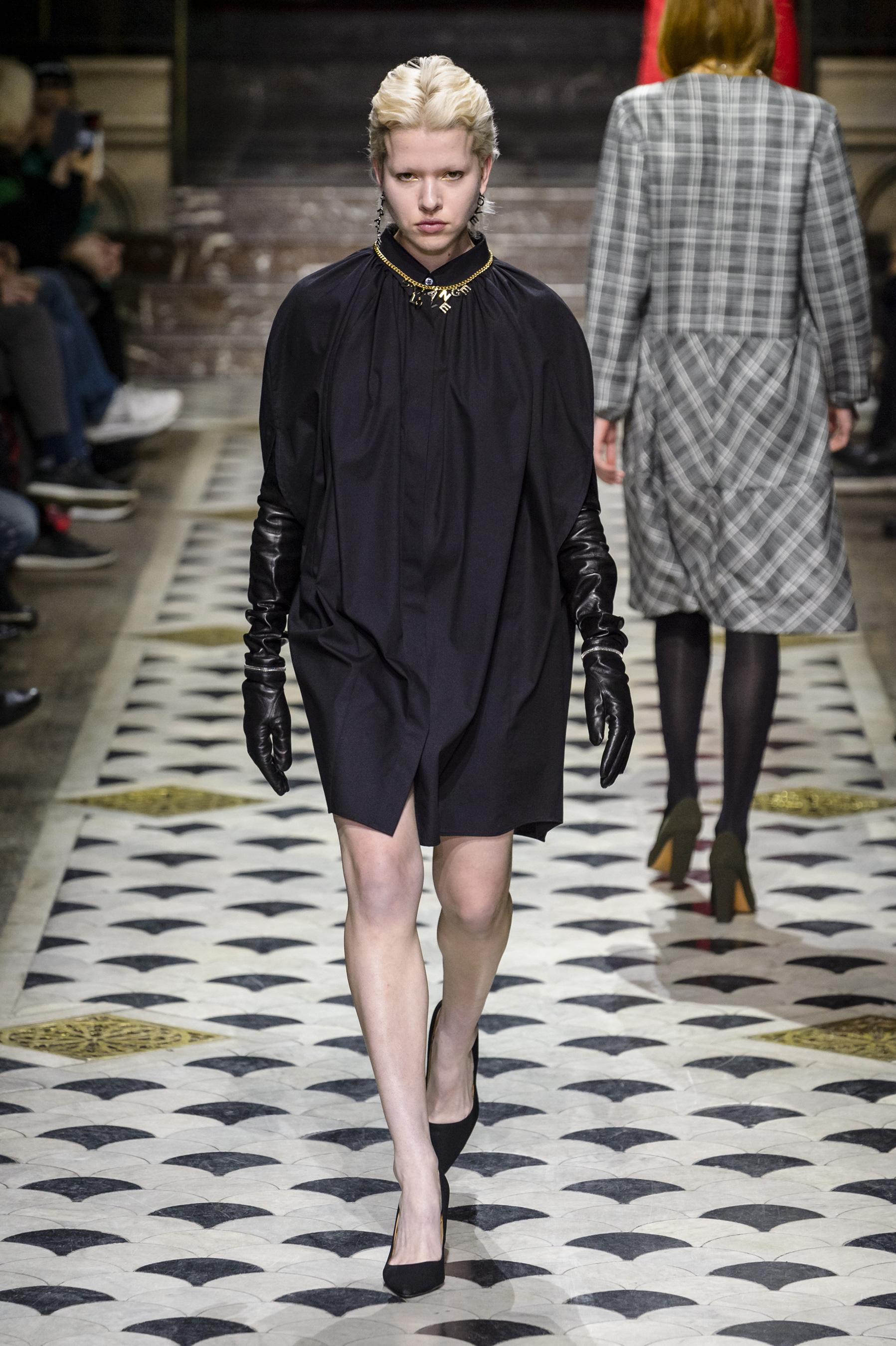 Dfil Lutz Huelle Automne Hiver 2018 2019 Prt Porter Madame Figaro Sonne Andrea Sf8002 Bark Premium Lady Comfort Casual Leather Sandal Paris Look 7