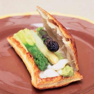 Feuillet d asperges tricolore une recette l gumes - Comment cuisiner les asperges blanches ...