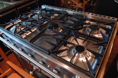 Le secret des grandes griffes la cornue cuisini re exemplaire et unique - La cornue prix cuisiniere ...