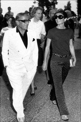 ... Les scandaleuses (1) Jackie Kennedy-Onassis, bain public à Skorpios ... 835e62372168