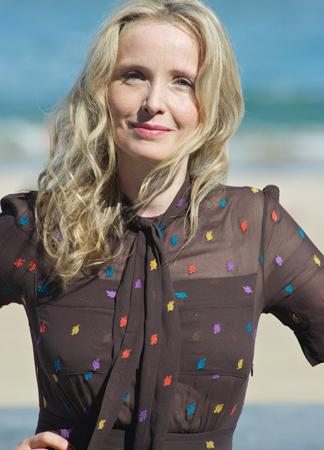 julie delpy une enfant des ann es 70 madame figaro. Black Bedroom Furniture Sets. Home Design Ideas