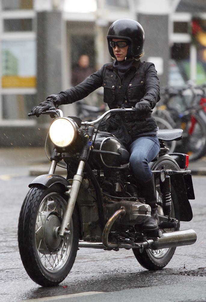 la femme est elle l avenir de la moto madame figaro. Black Bedroom Furniture Sets. Home Design Ideas