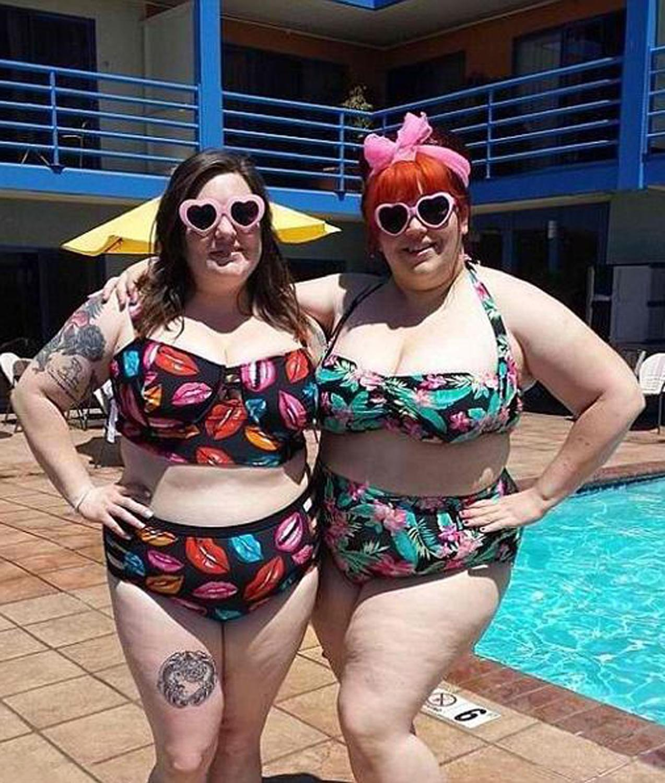 Толстые девушки на пляже 10 фотография