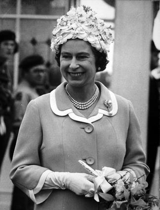 Elizabeth II Lors Dune Visite Sur Lle De Man En 1972