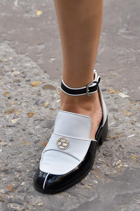 ba051bc72dfb ... Néo-antique et nineties, les chaussures de l été prochain - Diaporama  photo ...