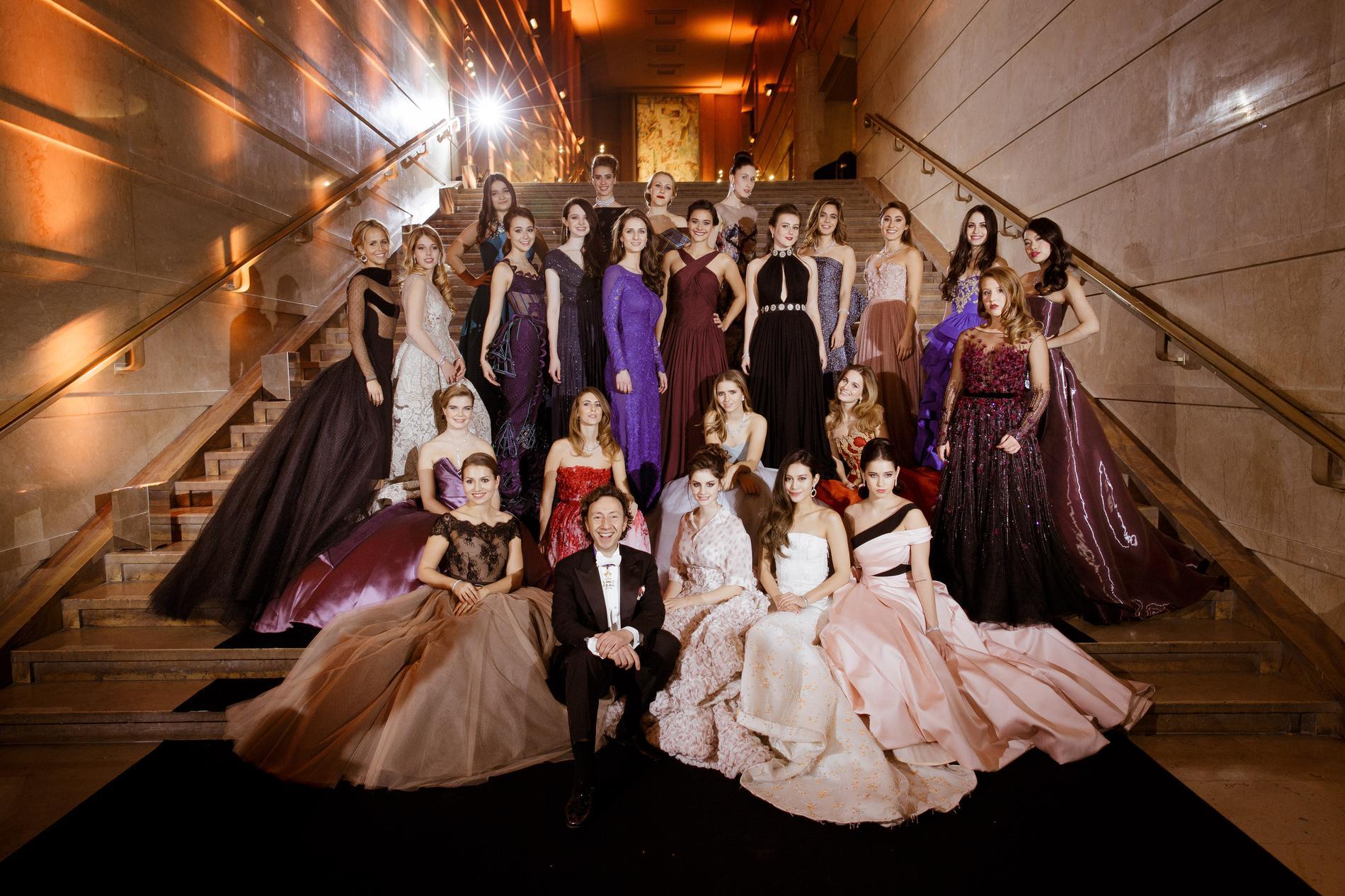 Le bal des débutantes haute société et haute couture madame figaro