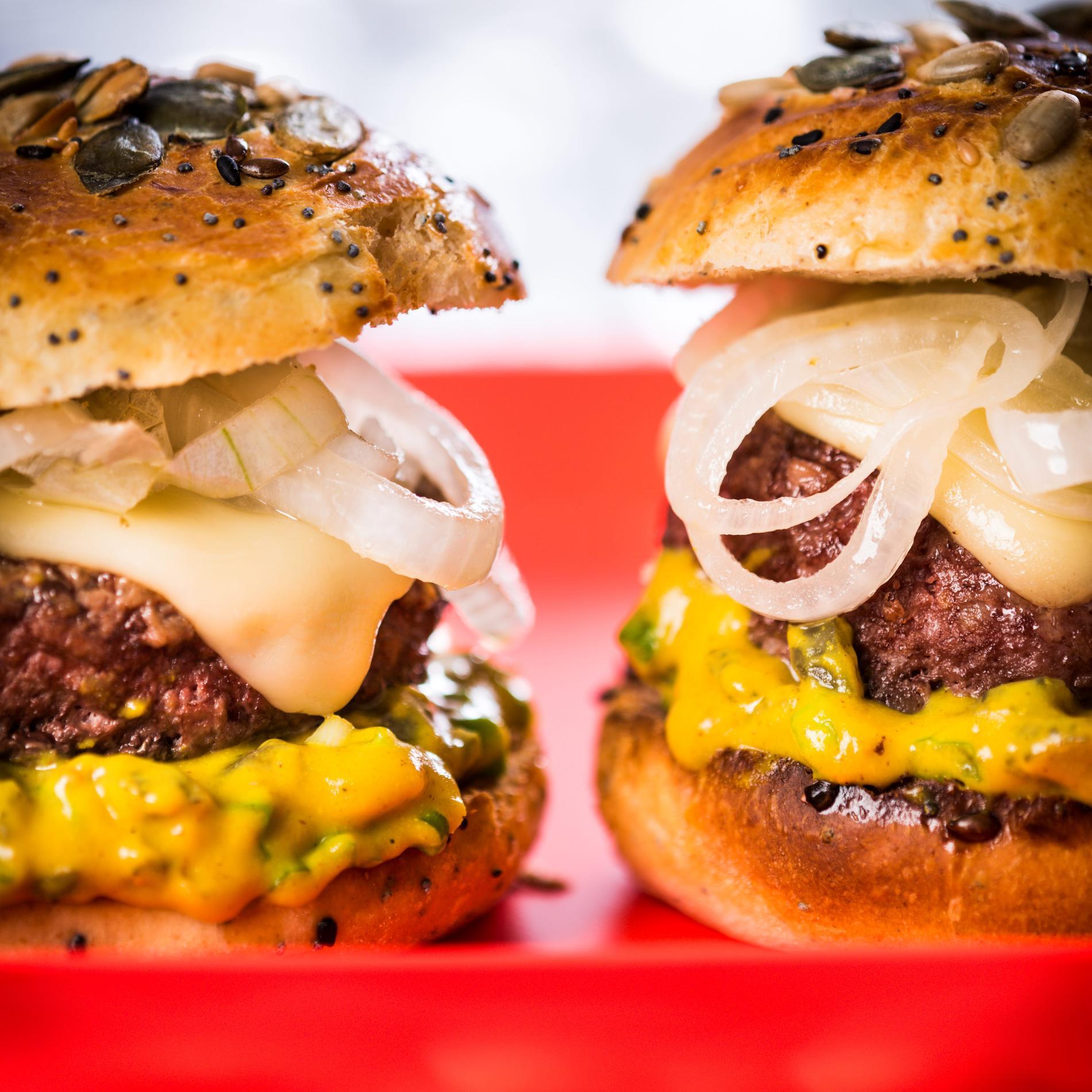 recette le burger de brice morvent cuisine madame figaro. Black Bedroom Furniture Sets. Home Design Ideas