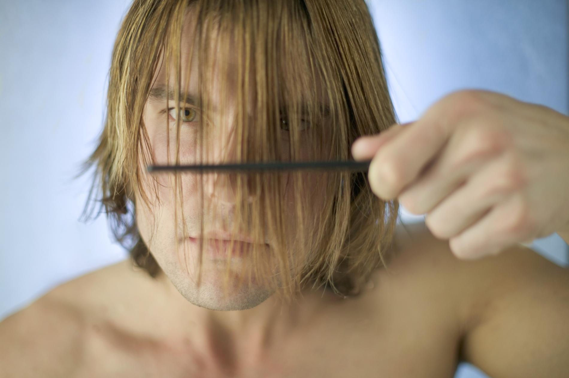 Se couper les cheveux homme tondeuse
