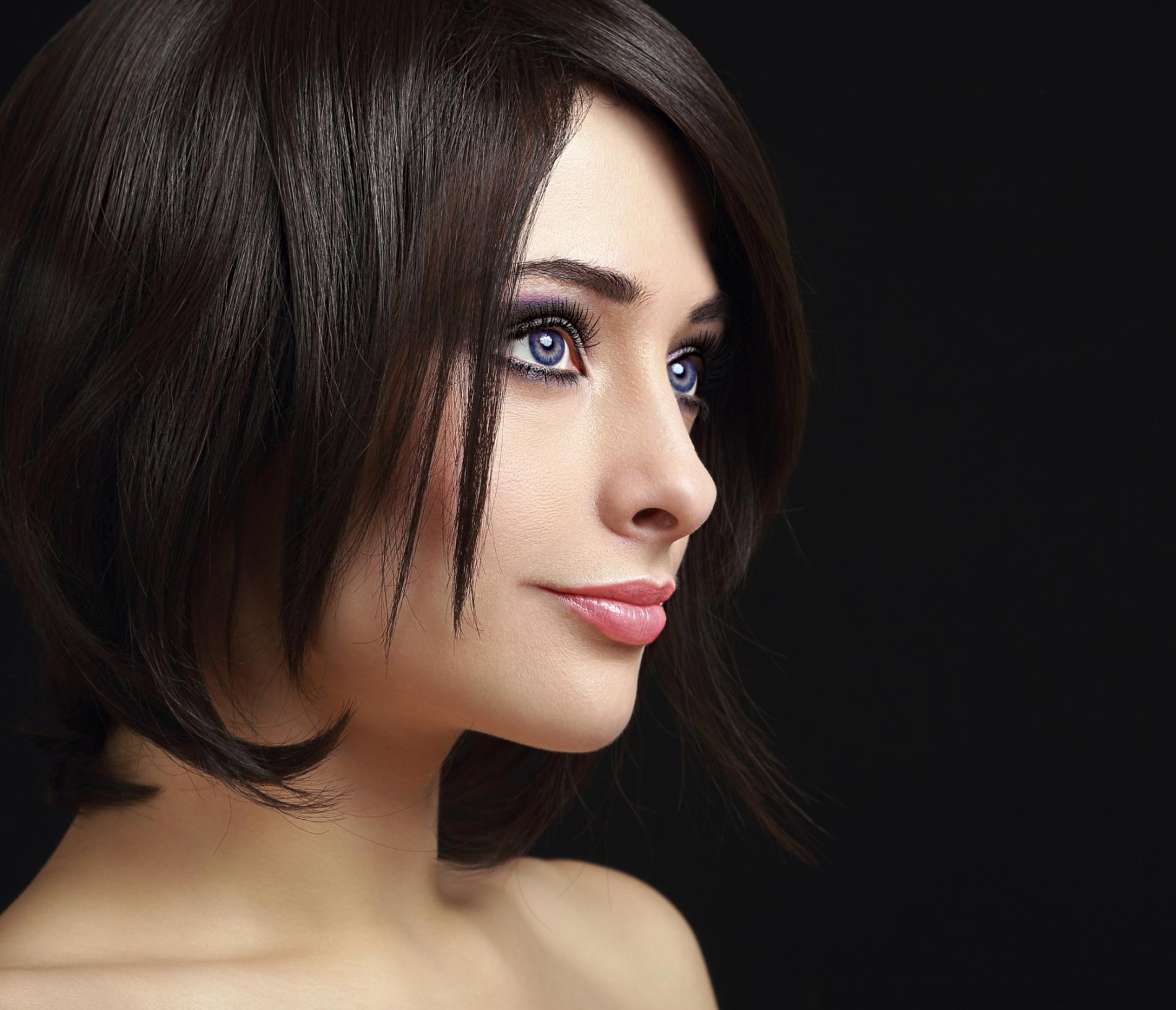 Tuto coiffure trois id es pour cheveux courts madame figaro - Comment faire un carre plongeant mi long ...