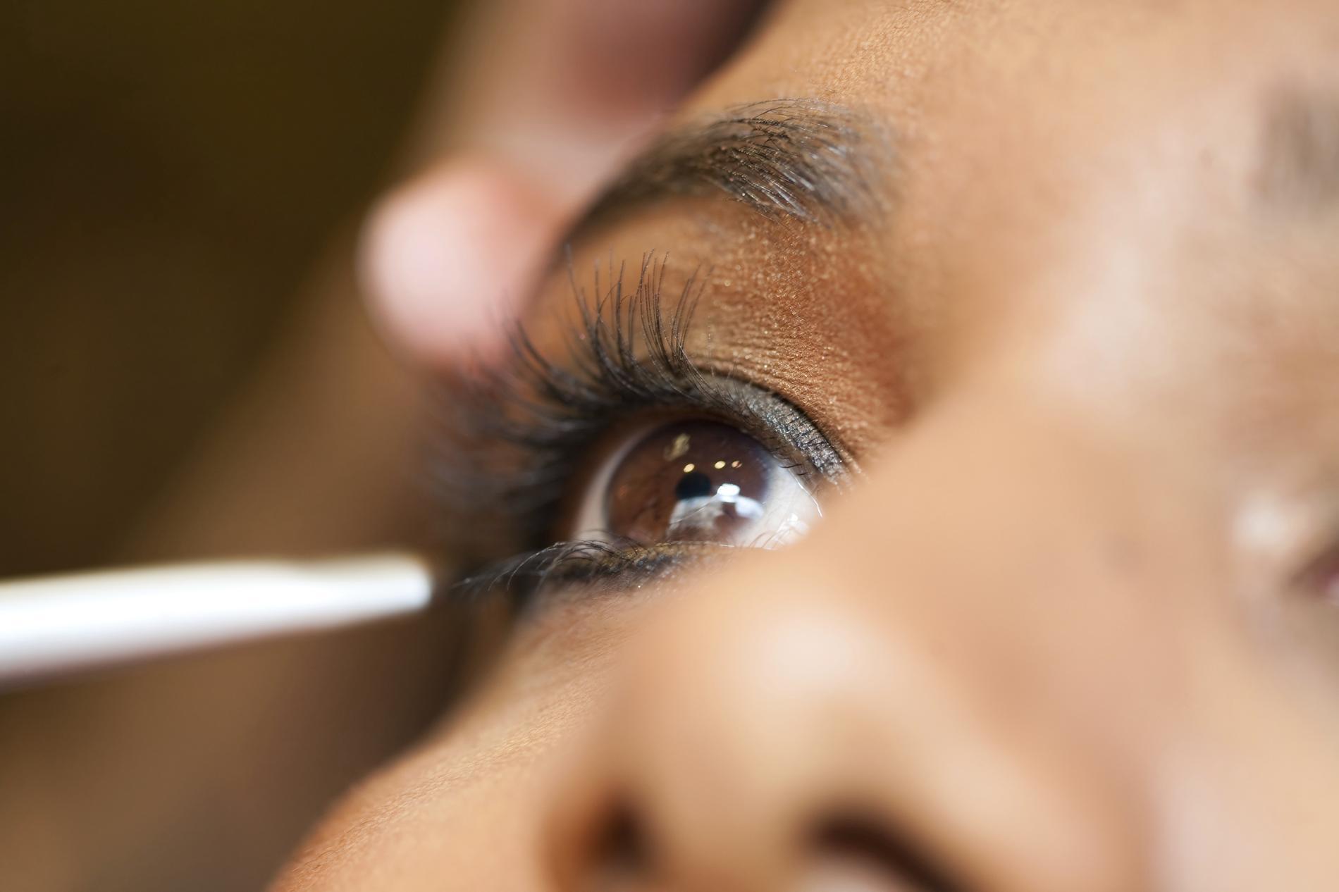 Bien connu Comment se maquiller quand on a les yeux marron - Madame Figaro EM95