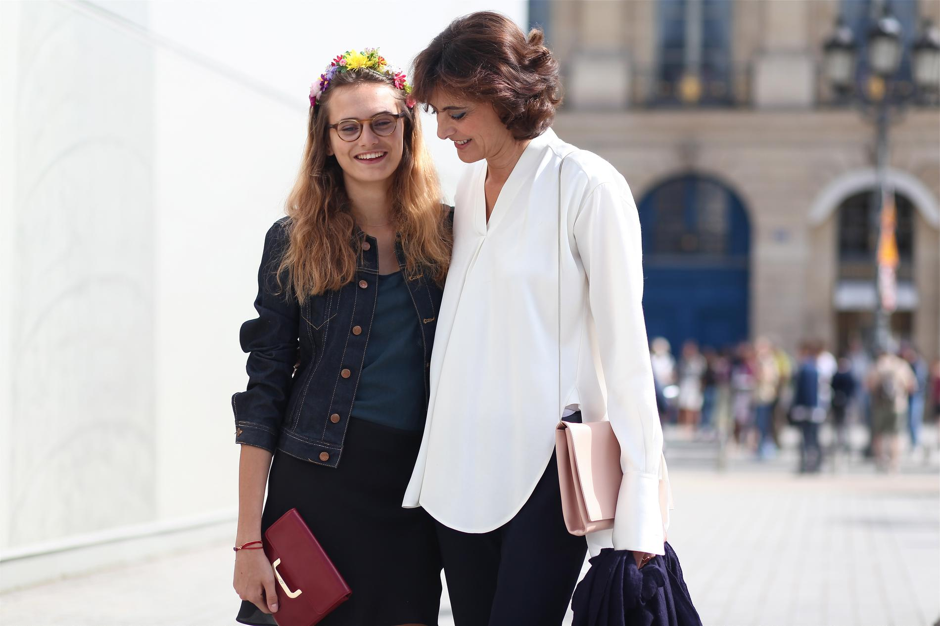... nouvelle muse de Karl Lagerfeld. Depuis ses dix ans, la jeune fille  accompagne sa mère et sa grande sœur Nine en front row des plus grands  défilés (ici ... 4678fac439b3
