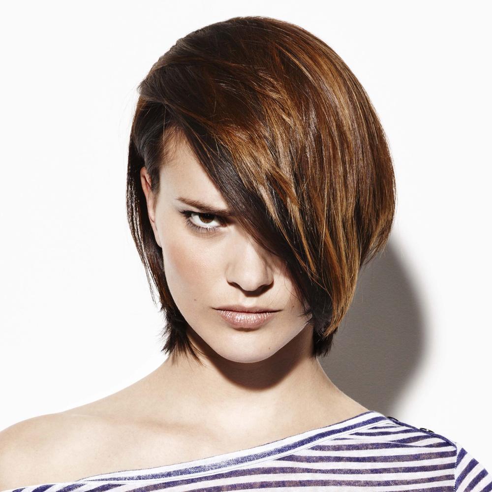 Trois coiffures originales sur cheveux courts madame figaro - Coupe courte avec meche longue devant ...