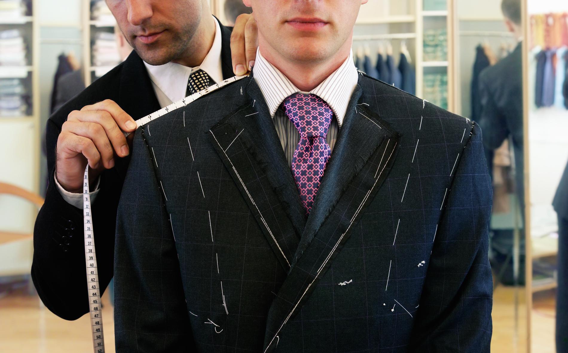 Les conseils d un styliste pour bien choisir son costume selon sa ... 429d4dc369b