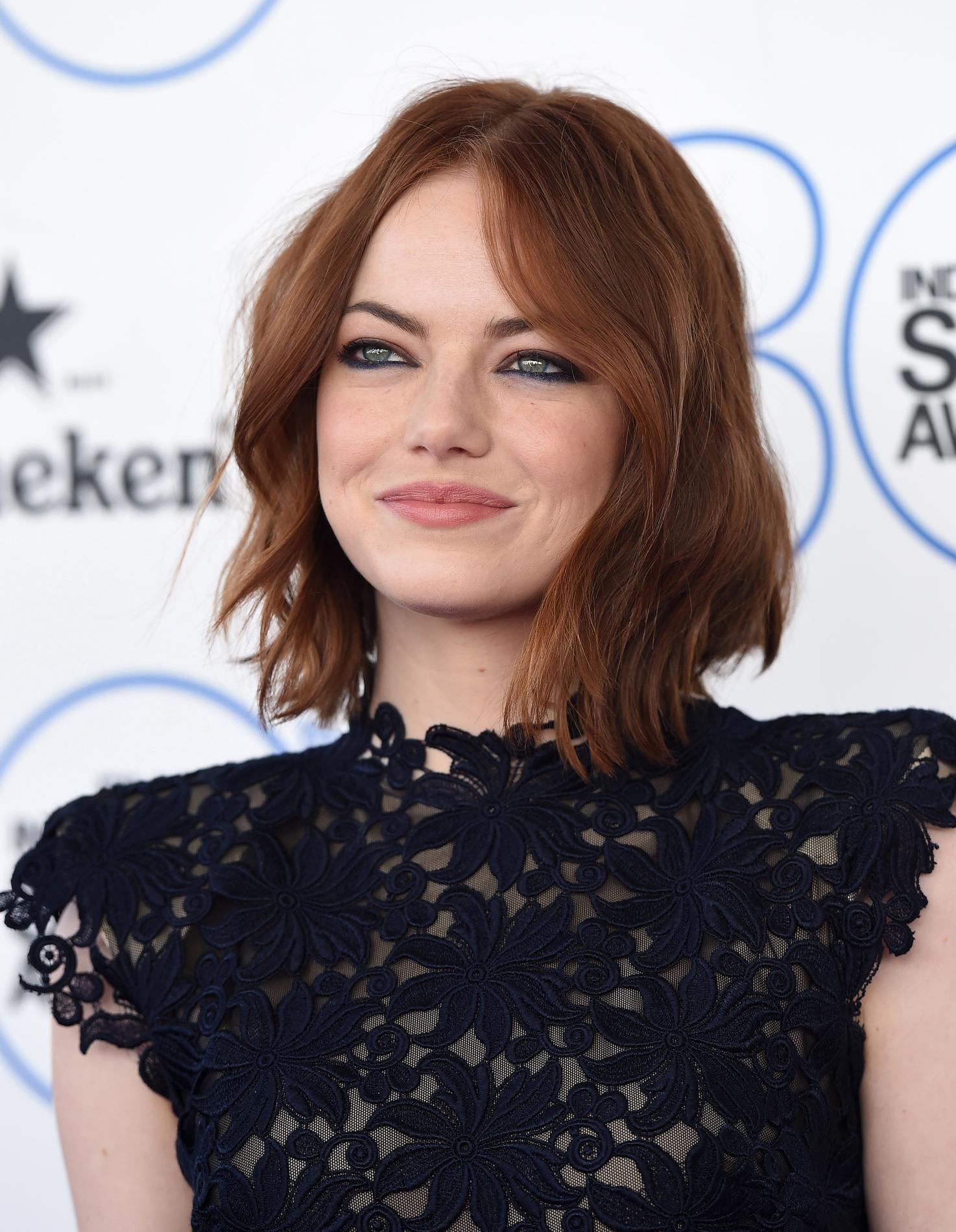 Les Stars Qui Ont Adopte Carre Court Emma Stone Apres Coupe Courte Destructure Femme