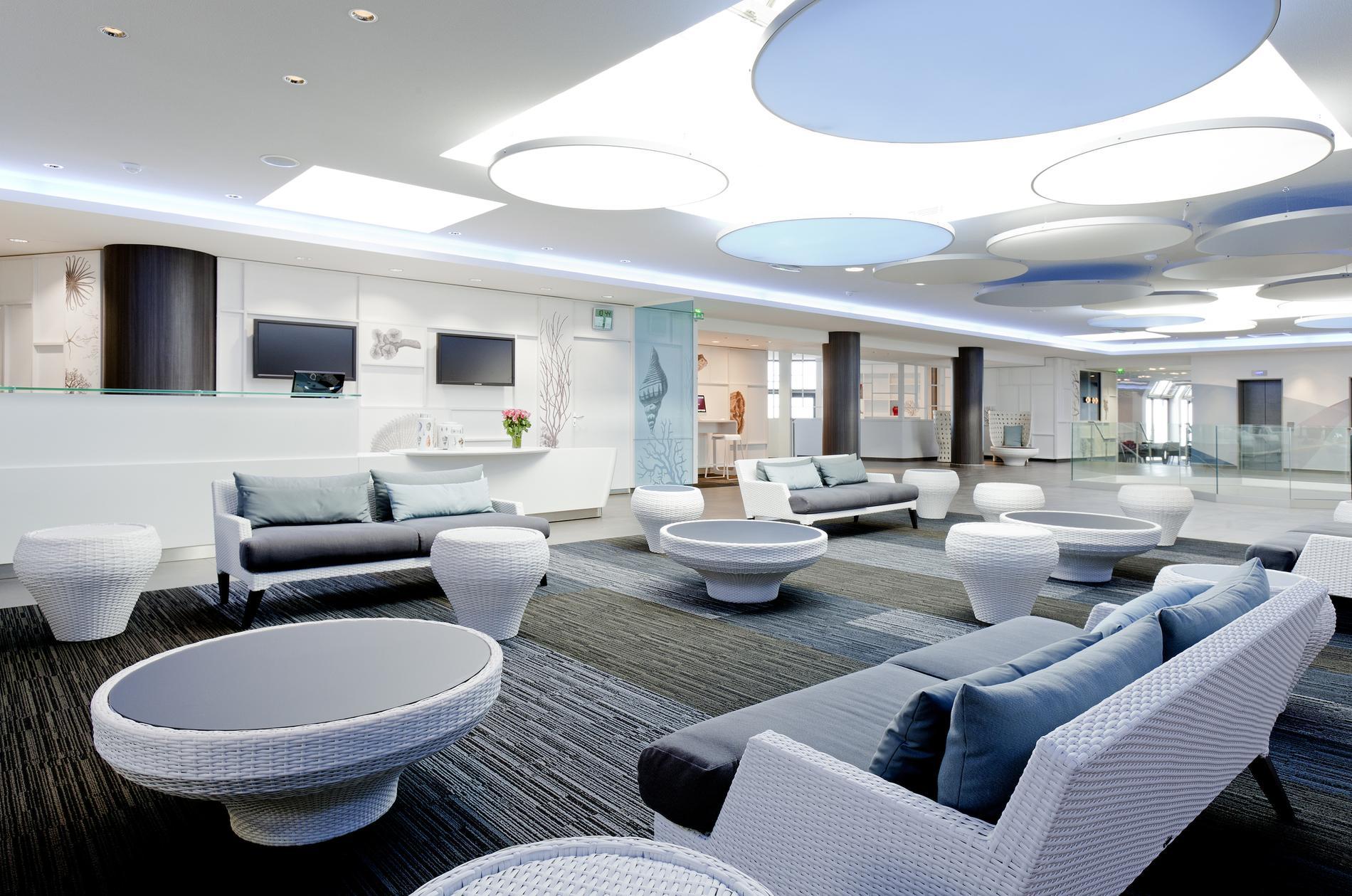 dix spas pour profiter des ponts de mai madame figaro. Black Bedroom Furniture Sets. Home Design Ideas