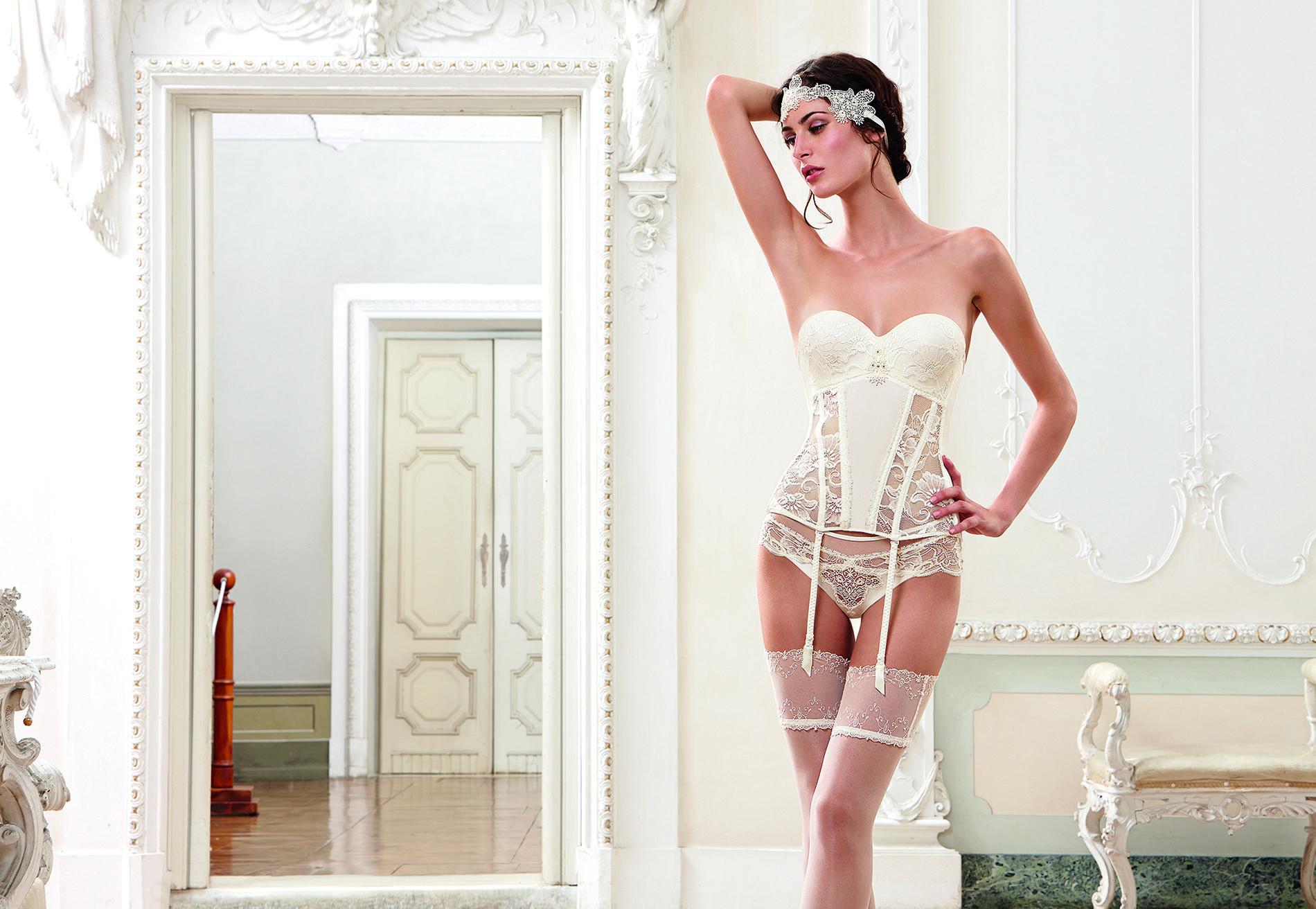 mariage la lingerie joue la carte du blanc pour le grand jour madame figaro. Black Bedroom Furniture Sets. Home Design Ideas