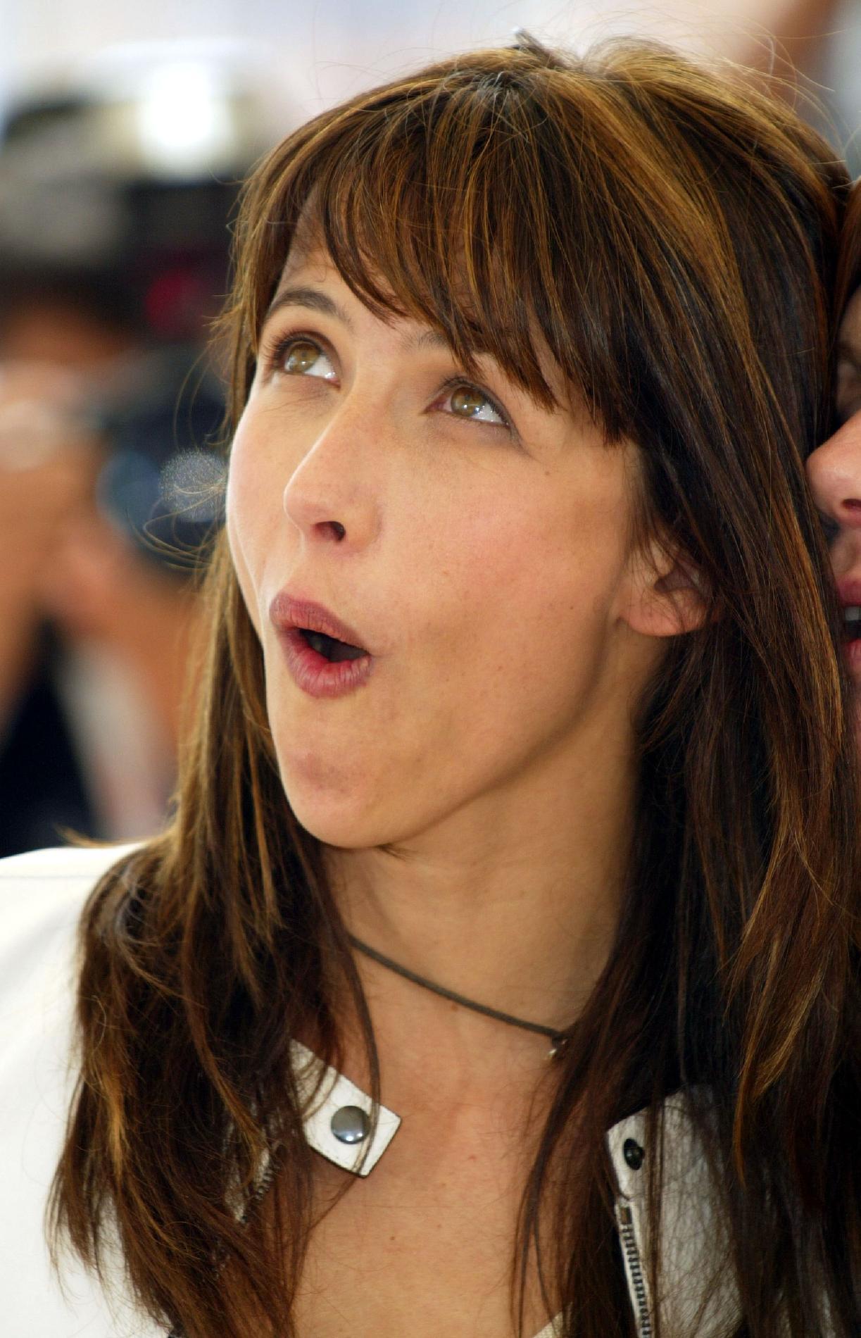 Sophie marceau hilarante dans sa parodie de la pub j for Les bois flottes de sophie