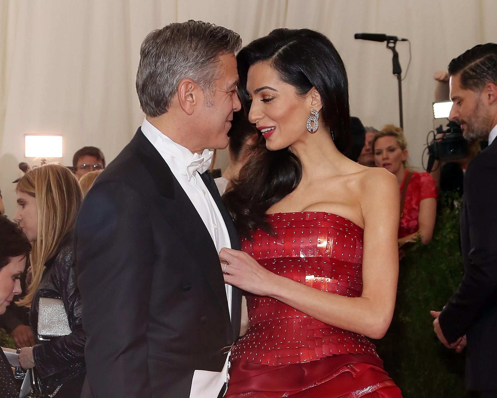 george clooney raconte sa demande en mariage irr sistible madame figaro. Black Bedroom Furniture Sets. Home Design Ideas