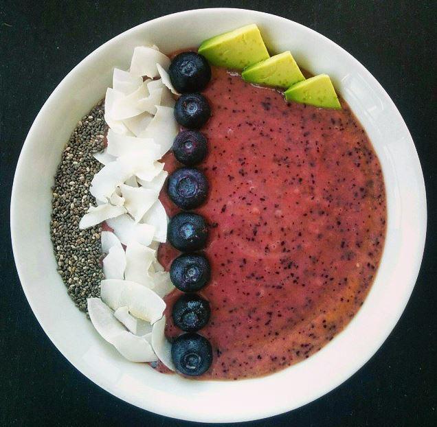 Le smoothie bowl la nouvelle tendance de petits d jeuners healthy madame figaro - Idee petit dejeuner sain ...
