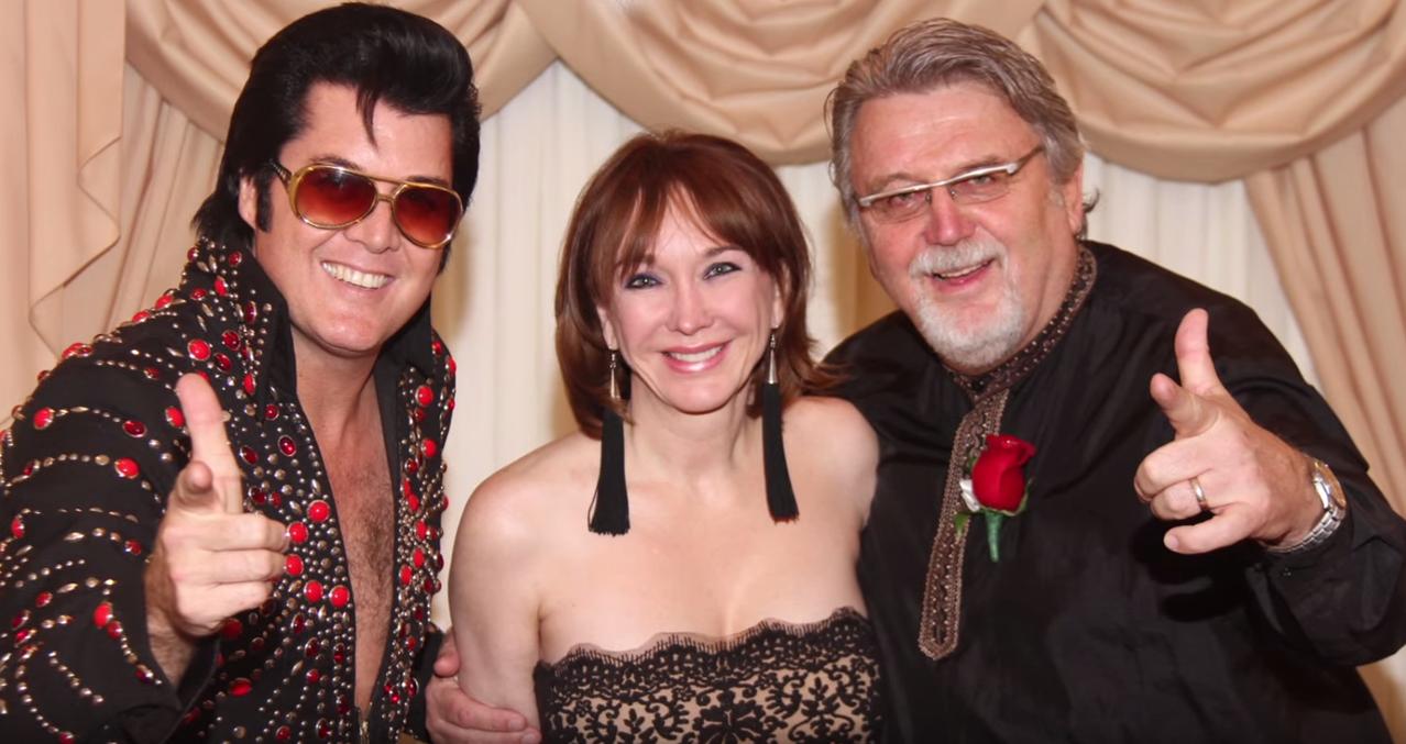 le couple sandy beug au milieu et karl fix droite lors de leur huitime mariage ici las vegas le 5 avril 2013 - Renouvellement Voeux Mariage Las Vegas