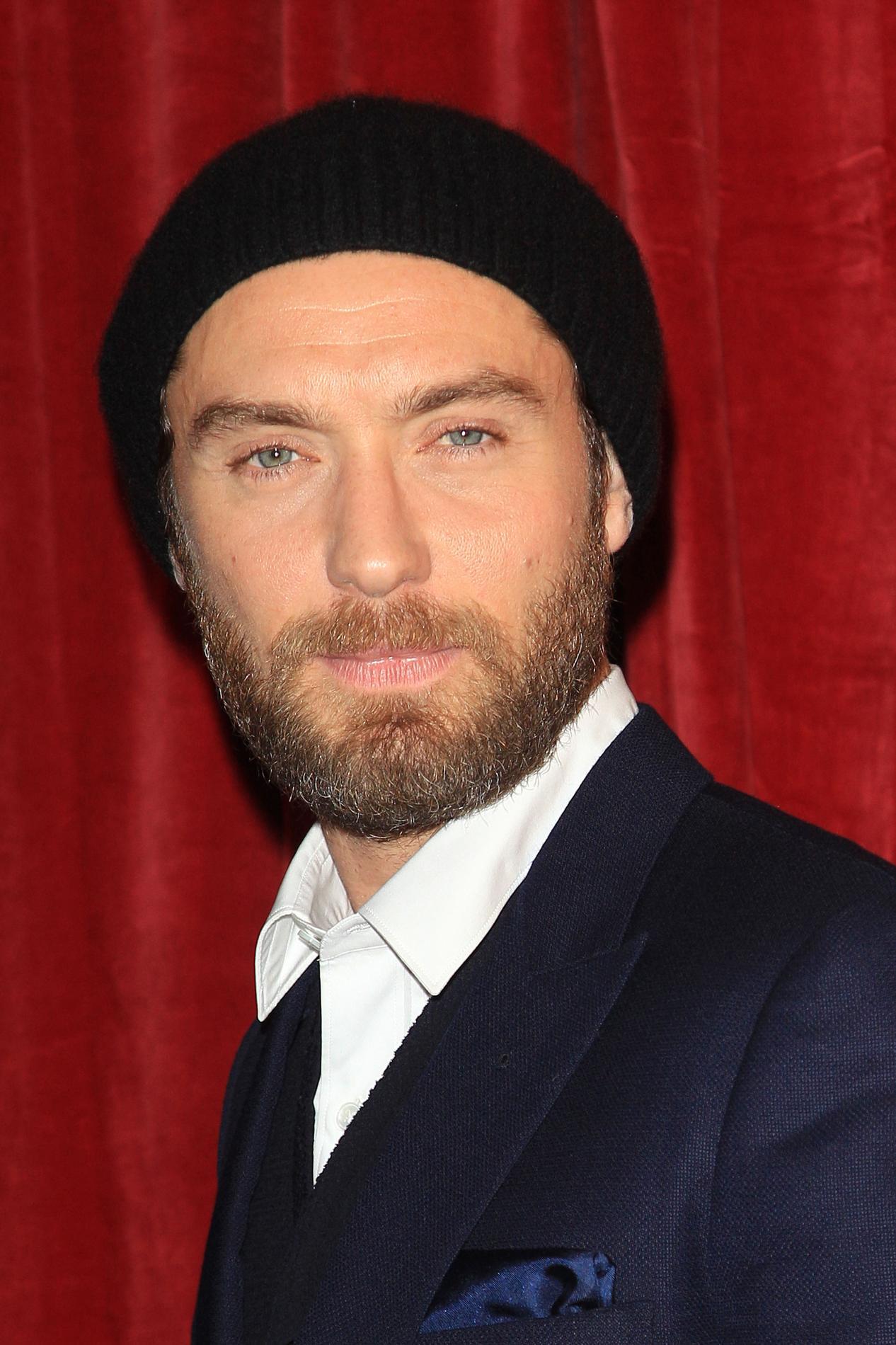Zac Effron Hommes   quel bonnet pour quel look   - photo 4 Photos Abaca Jon  Hamm Jake Gyllenhaal Orlando Bloom Justin Bieber Robert Pattinson Justin ... 4bafc44546c4