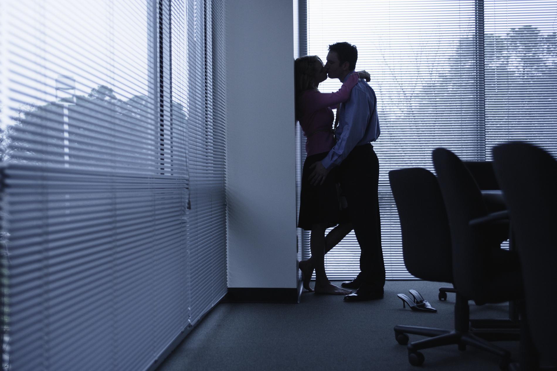 Vous risquez sûrement de tomber amoureux au travail madame figaro