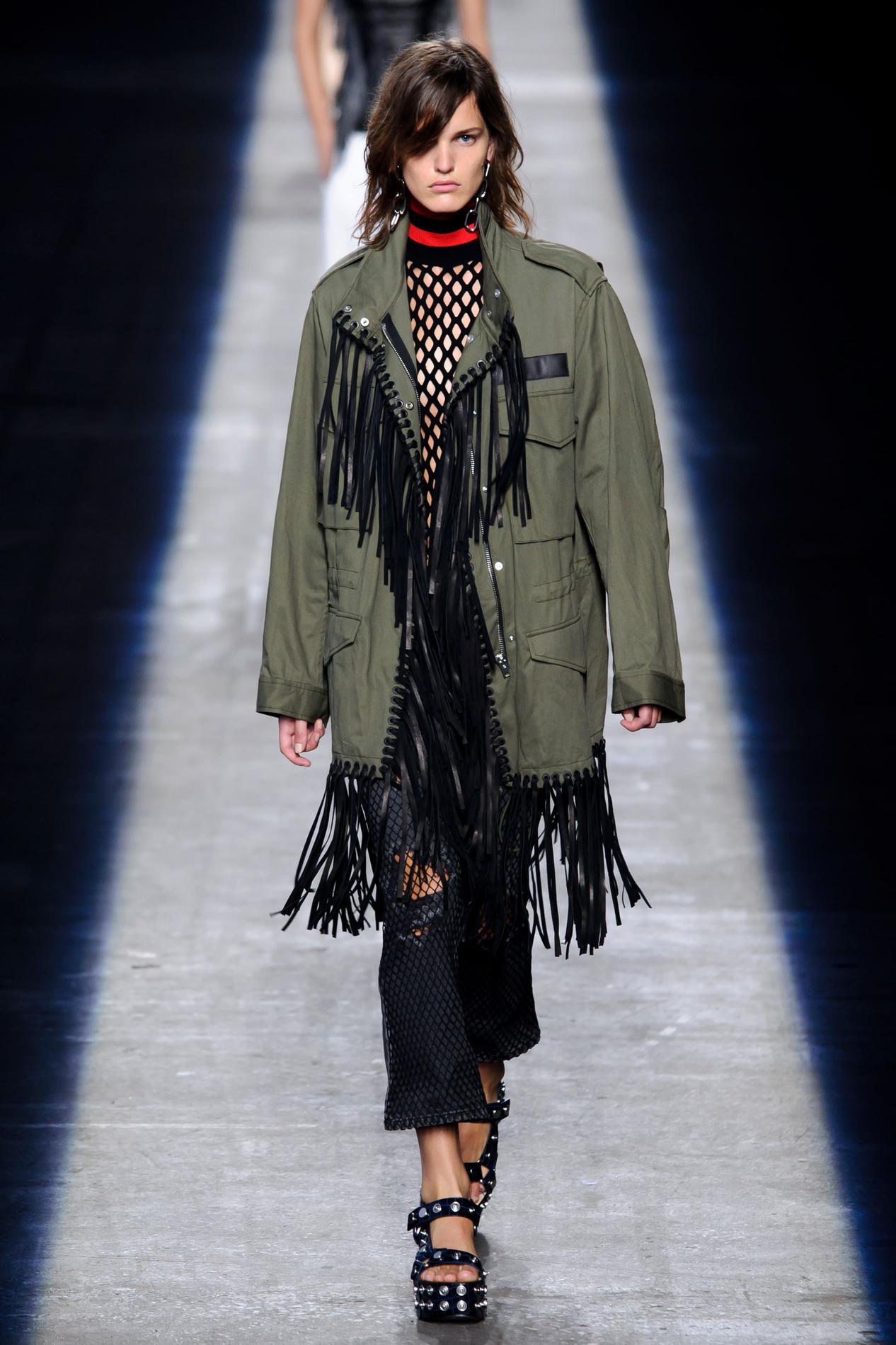 robes chemises franges crochet vintage le vestiaire du printemps t 2016 le figaro madame. Black Bedroom Furniture Sets. Home Design Ideas