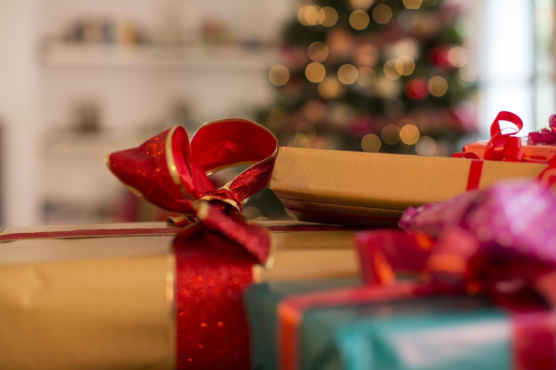 mais au fait pourquoi s offre t on des cadeaux no l. Black Bedroom Furniture Sets. Home Design Ideas