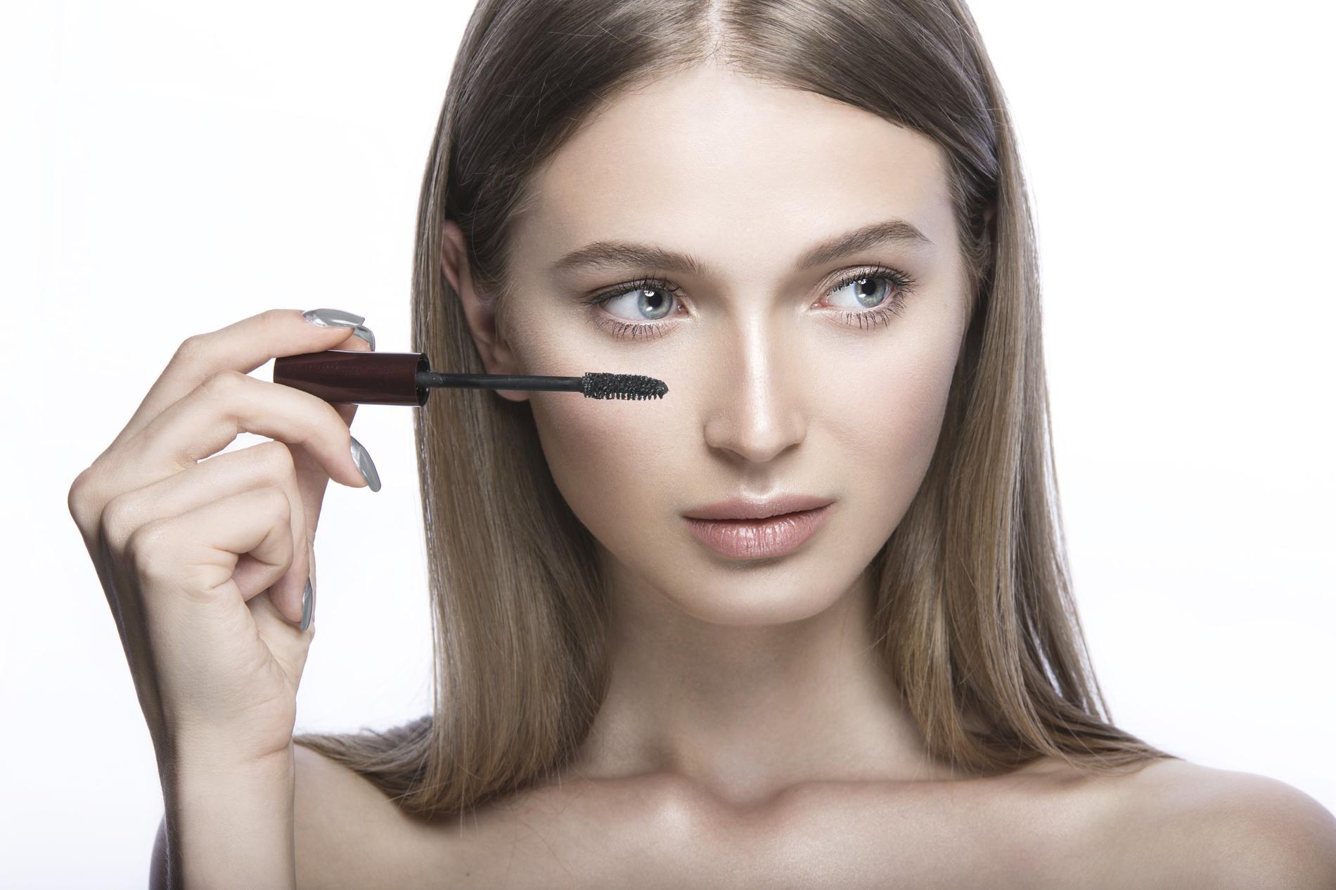 Populaire Zoom sur le mascara transparent pour un maquillage des yeux PD02